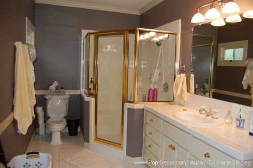 Home Staging Austin Before Bath Room Picture